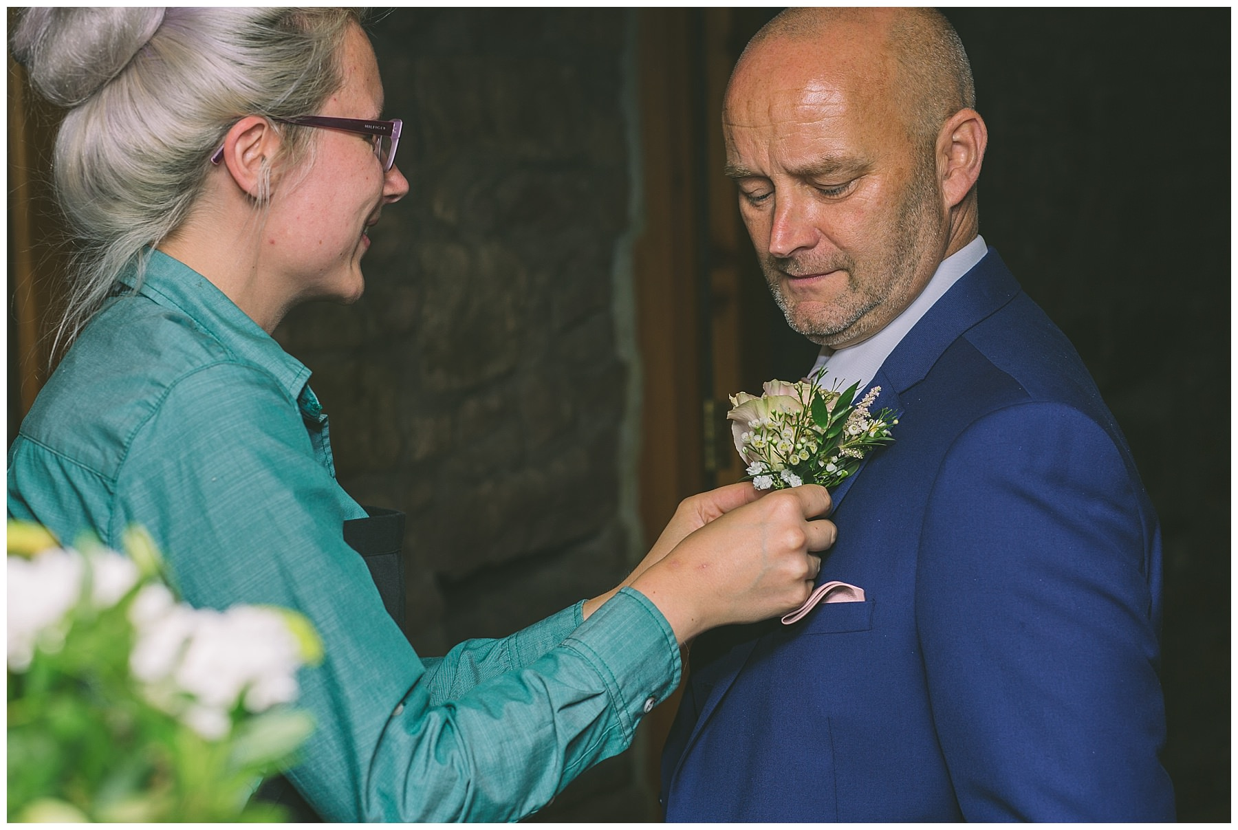 beeston manor wedding coordinator helps with grooms button hole
